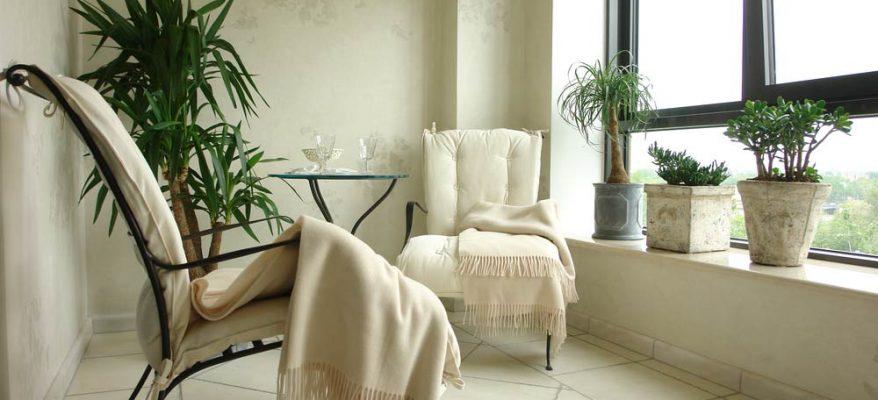 Come arredare un balcone: tre consigli per arredamento semplice e low cost